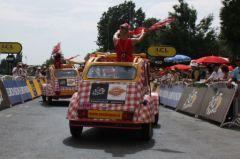Parade des 2CV Cochnou à l'arrivée