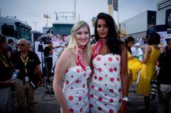 Aurore Maugain et Nathalie Ample, hotesses du podium Carrefour 2013