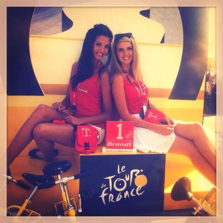 Mathilde Duriez et Candice Caron, hotesses du podium Brandt 2013