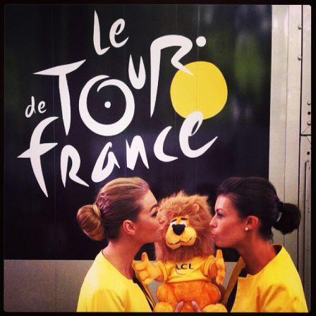 2014_jaune_hotesses_02.jpg